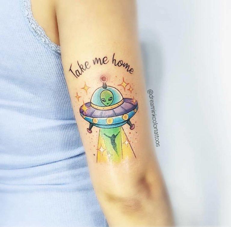 Tatuaje en acuarela de abduccion
