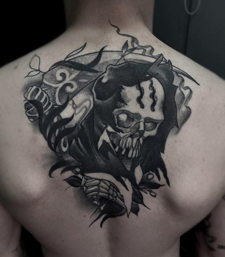 Tatuaje de calavera blackwork en Madrid
