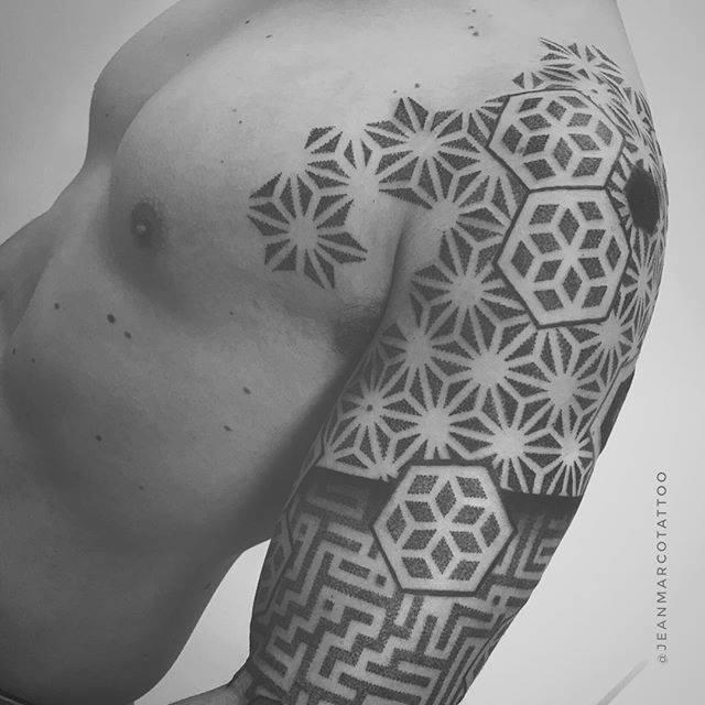 Tatuajes abstractos geometricos en dotwork by Jeanmarco Cicolini
