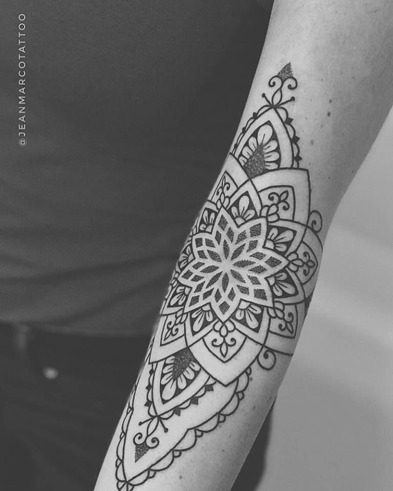 Tatuaje decorativo estilo henna por Jeanmarco en Madrid