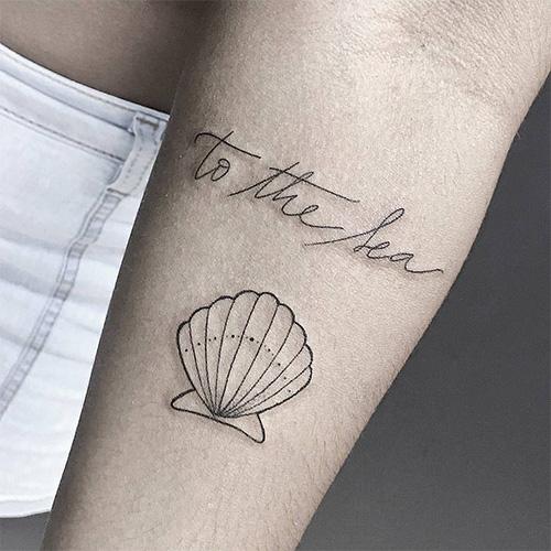 Tatuaje concha de mar minimalista