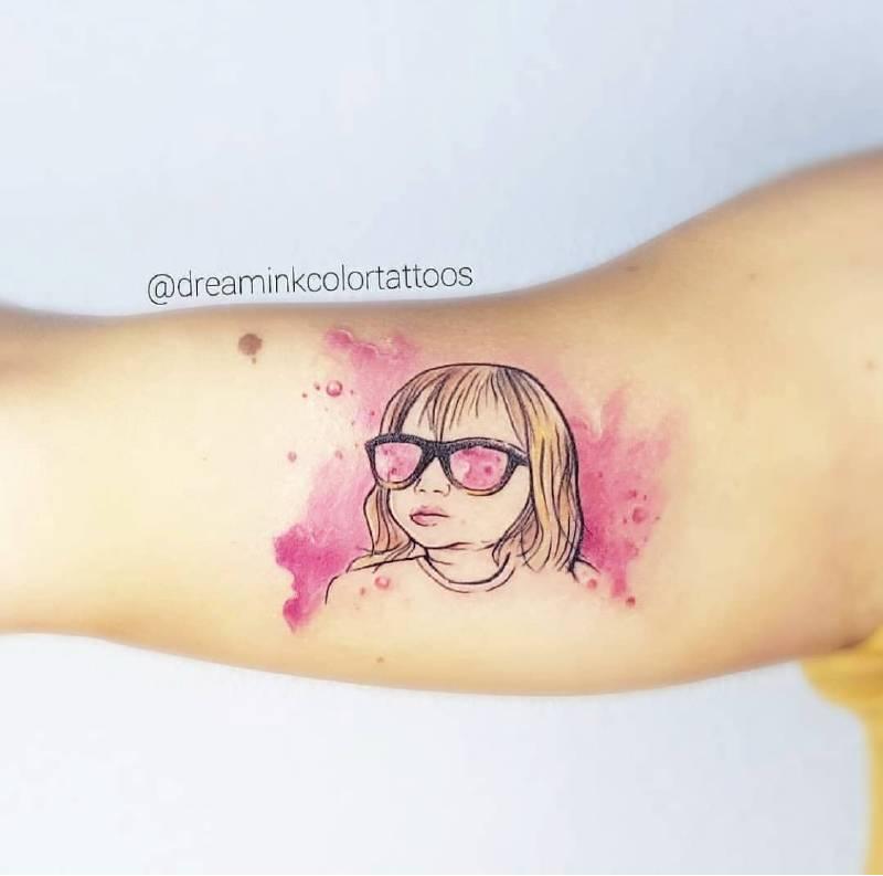 tatuaje efecto acuarela life in pink en Madrid