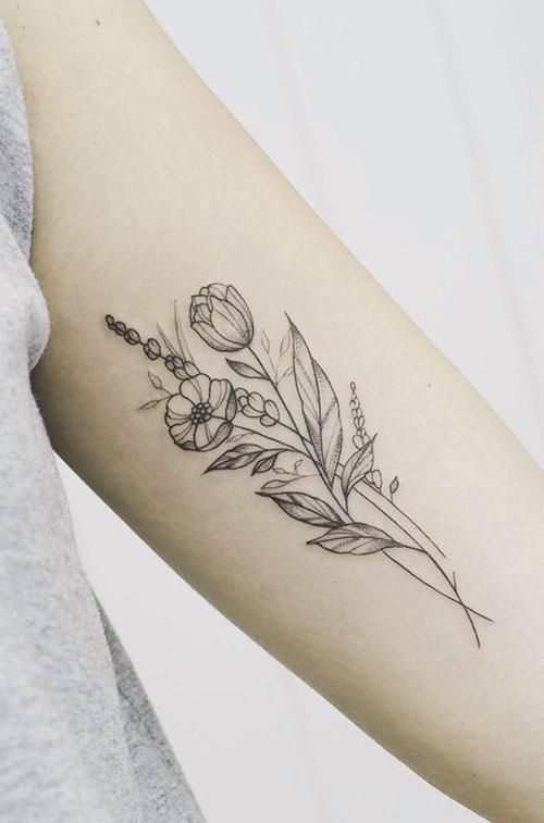 Flores tattoo en lineas muy finas en Madriz