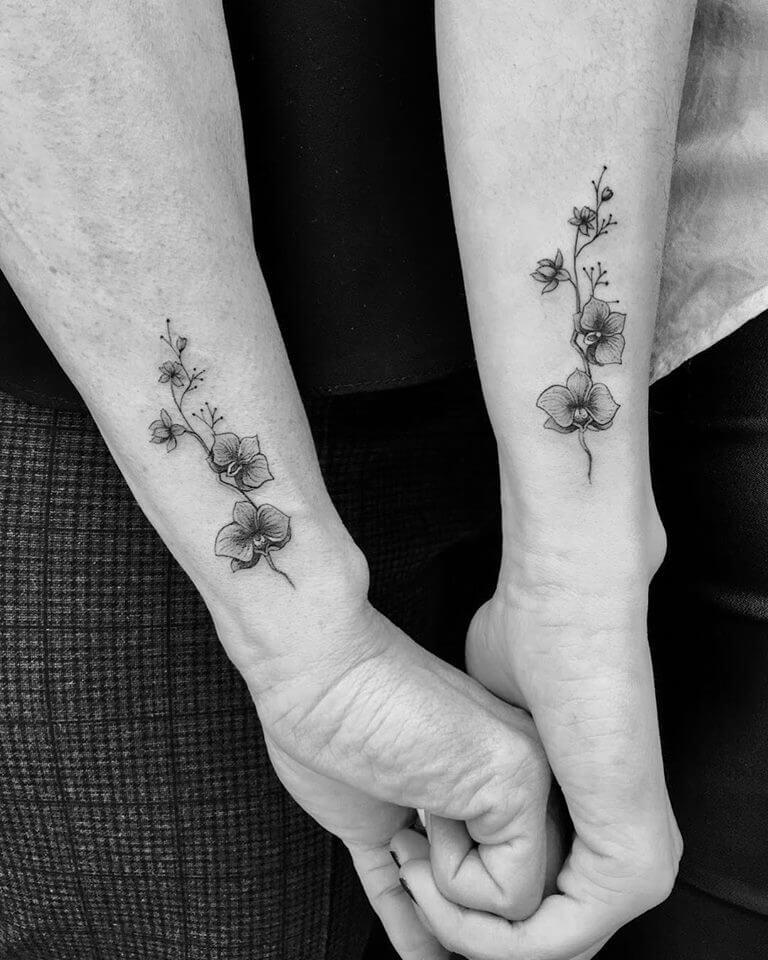 Tatuajes para madre e hija Micro tattoo en Madrid florales