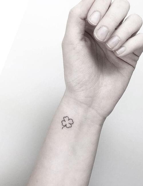 Tatuajes de trebol en la muñeca
