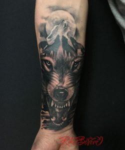 Tatuaje de lobo y manada
