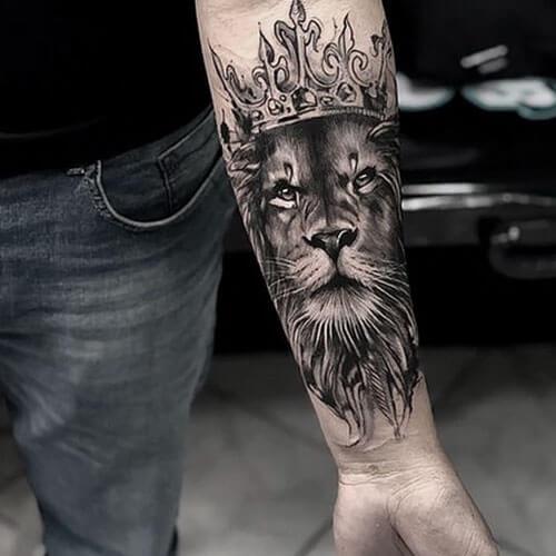 Tatuaje de Leon con Corona Madrid