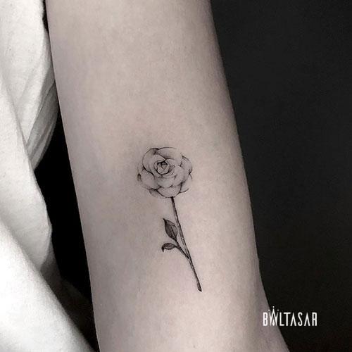 Tatuaje en Microrealismo de Rosa