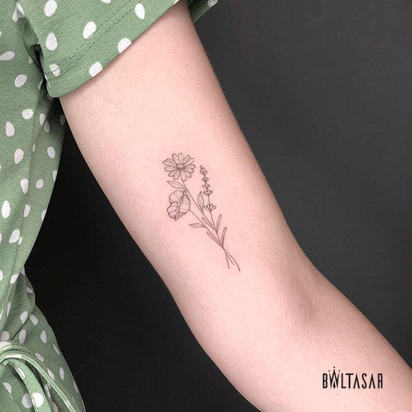 Tatuajes floral hecha en fineline en Madrid