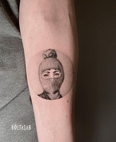 tatuaje microrealista de piero fornasetti