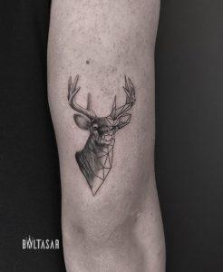 tatuaje ciervo geometico linea fina madrid