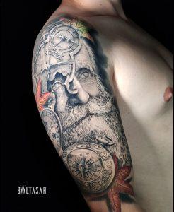 Tatuaje dios Chronos en el hombro realista