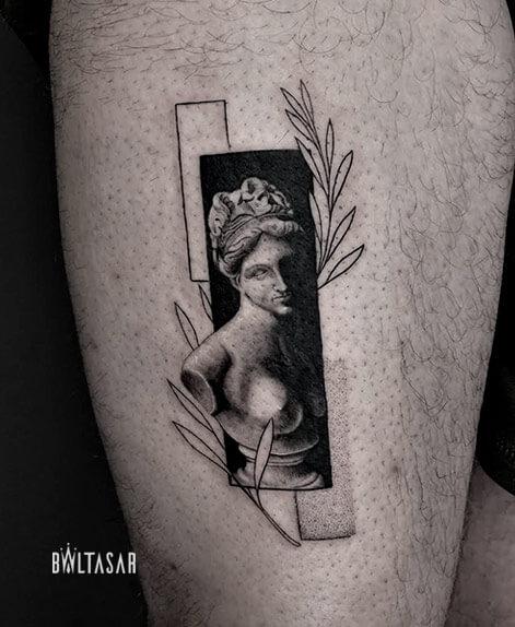 tatuaje de venus microrealista