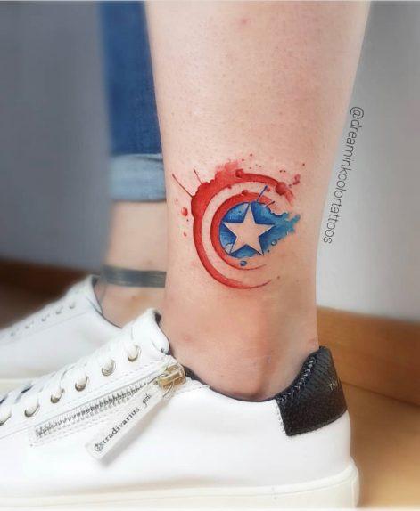Tatuaje acuarela de capitan america en madrid