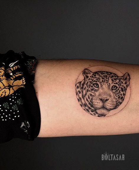 tatuaje de jaguar en microrealismo de 5 cm en madrid