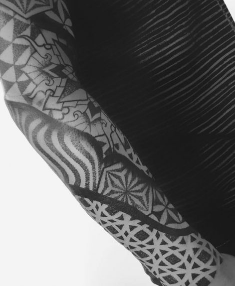 Tatuaje de Manga psicodelica en dotwork con mandala hecho en Madrid por Jeanmarco Cicolini