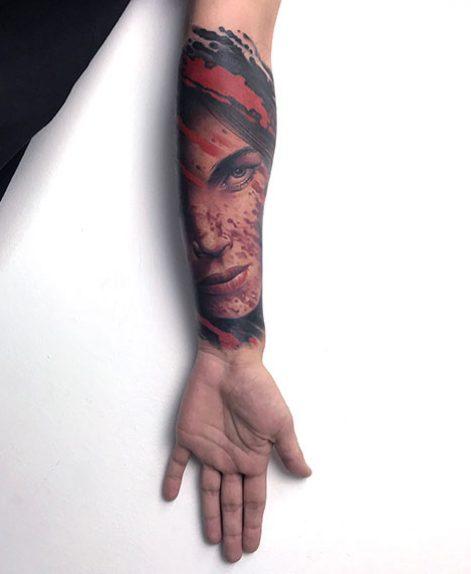 Trash polka tattoo de Lara en Madrid