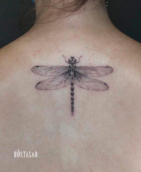 tattoo libelula fine line en madrid