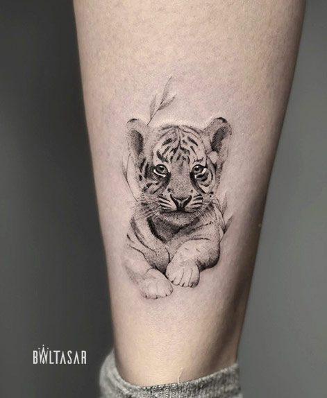 microrealismo tattoo de tigre bebe en madrid