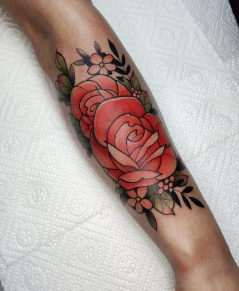 tatuaje de rosa neotradional